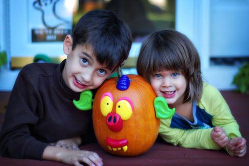 Kids-with-Poke-Pumpkin